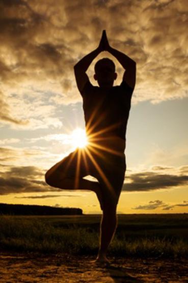 silhouette-homme-pratiquant-yoga_97899-220